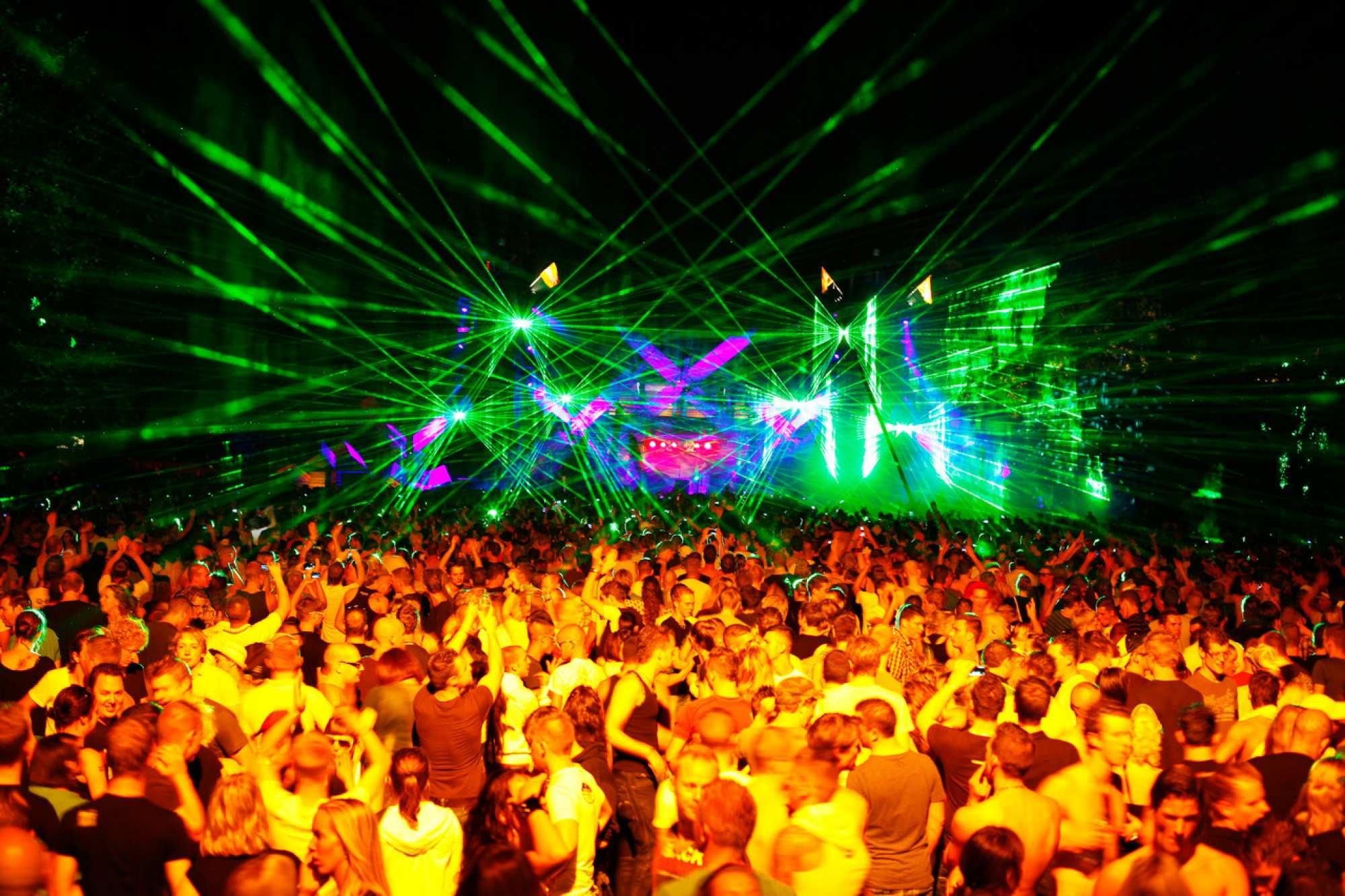 07-09-2013: Q-Base - Uitgaansbus: Disco & Party Vervoer
